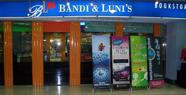 Non-Retracting Banners on Location