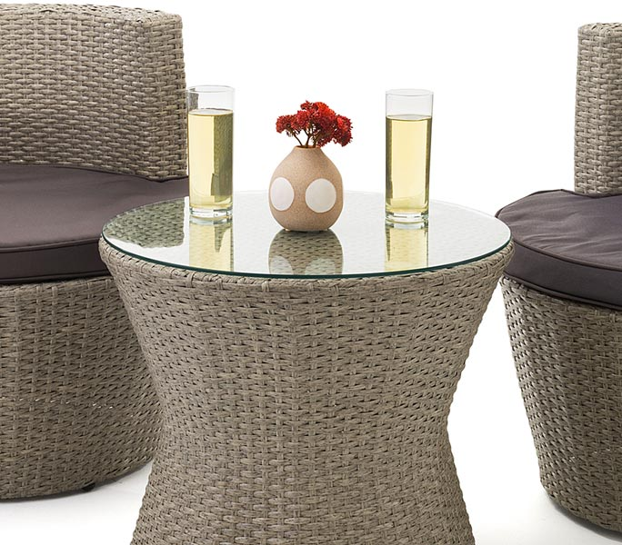 Outdoor displays and furnishings