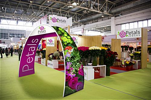 Personalized oval trade show archway in trade show environment