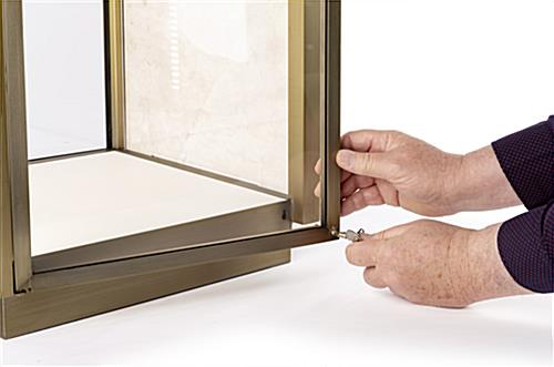 Secure locking tabletop display vitrine with key