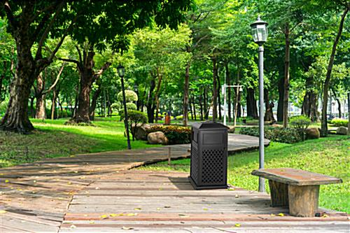 Aluminum outdoor dome trash receptacle is weather-resistant
