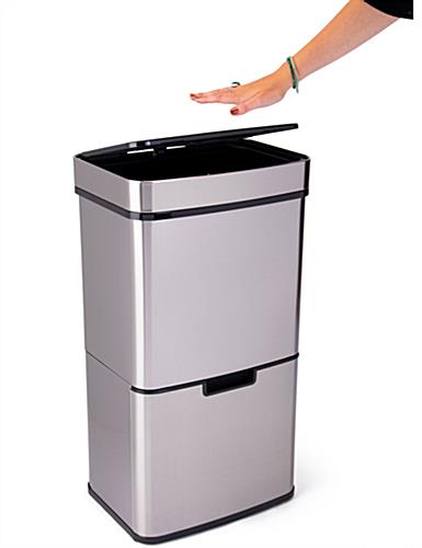 Touchless garbage can with 18 inch height