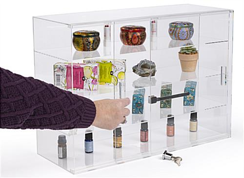 Jewelry display case with locking sliding doors