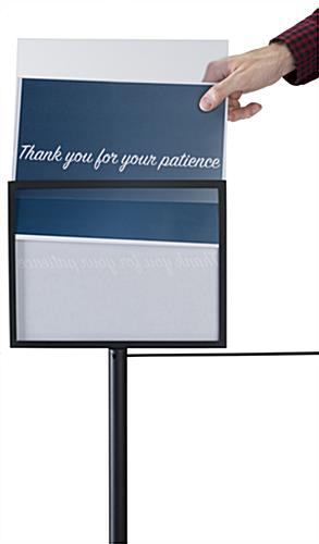 Swappable gallery stanchion sign frame