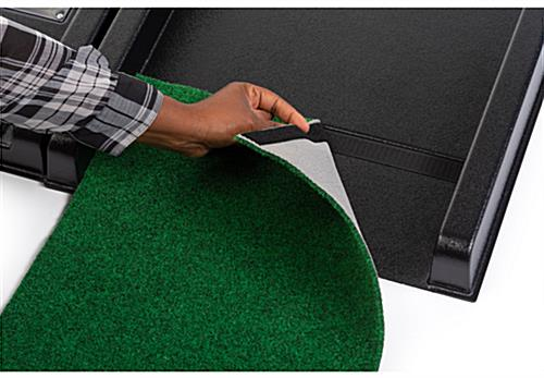 Portable putt putt trade show game gimmick with AstroTurf included