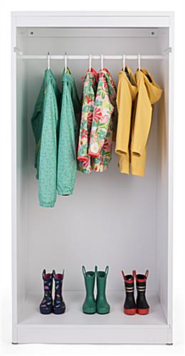Open retail garment armoire display with removable hanging rail