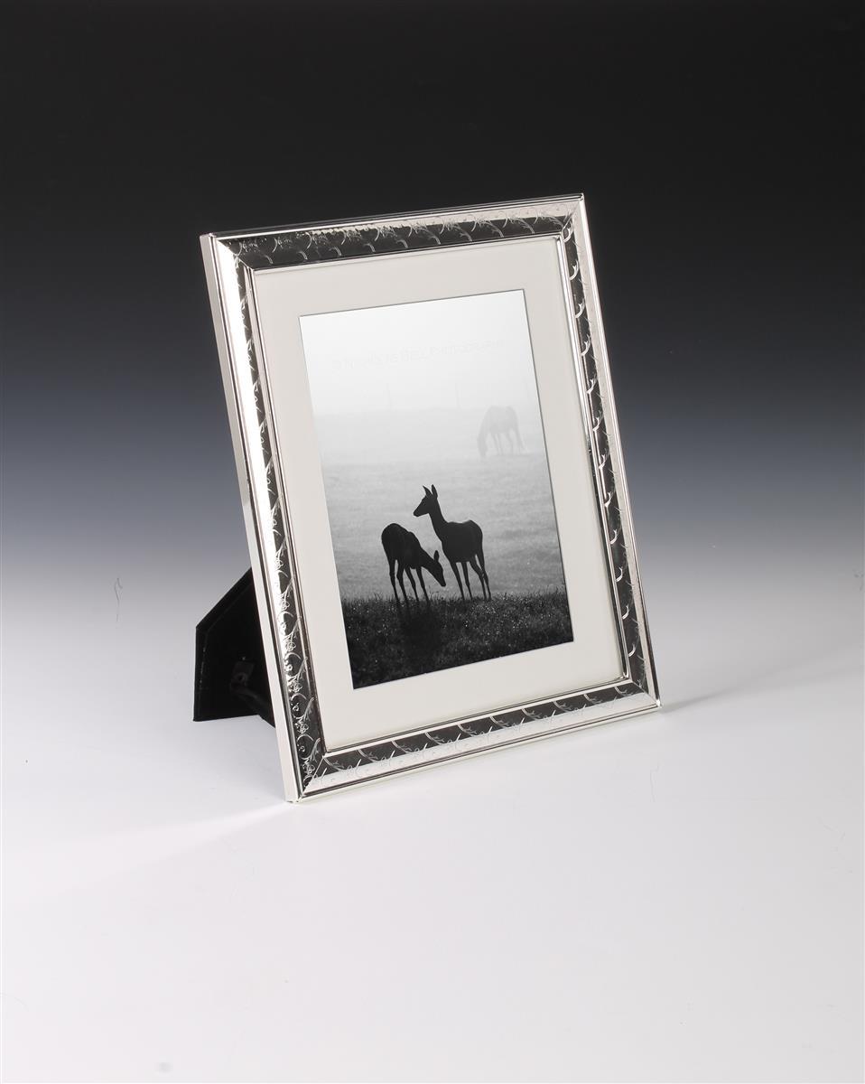 5 x 7 metal picture frame decorative photo holder. Black Bedroom Furniture Sets. Home Design Ideas