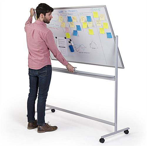 Flippable whiteboard on wheels